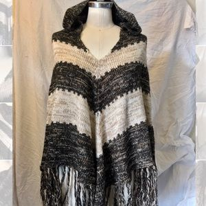 willow & clay hooded knit poncho never been worn